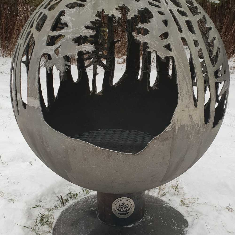 Садовый камин с лесной тематикой