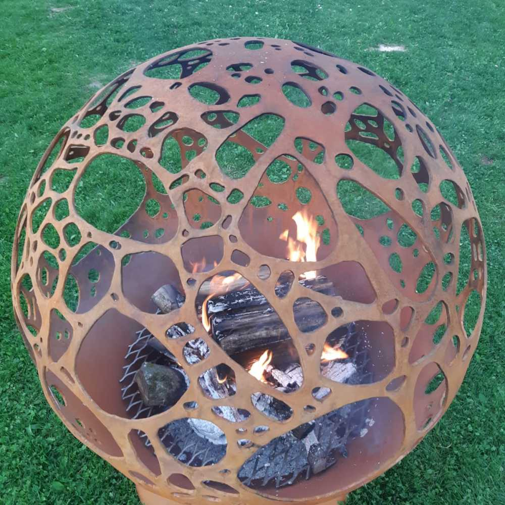 Очаг для костра с каменным мотивом