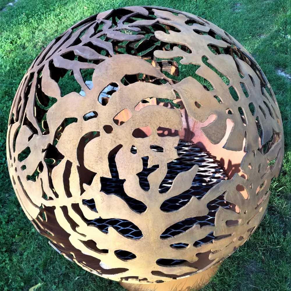 Очаг для костра с экзотическим мотивом листьев