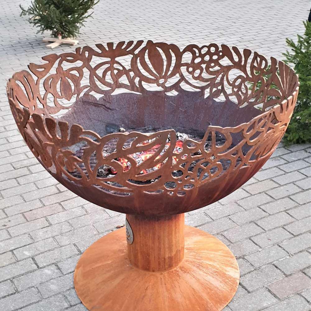 Чаша для костра с мотивом цветов