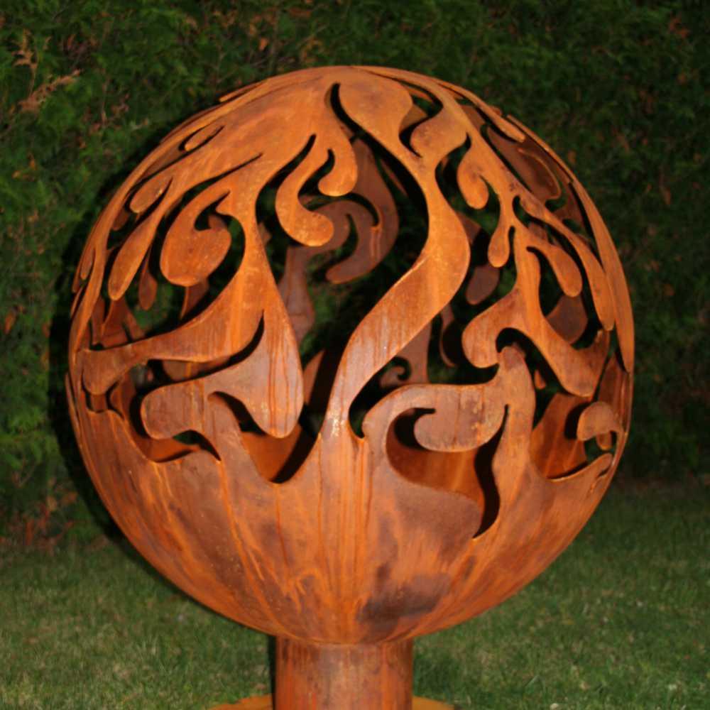 Dārza kamīna noma ar liesmu ornamentu