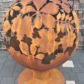 Аренда садового камина с мотивом листьев